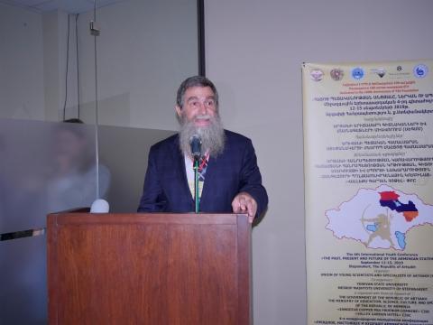 Prof. A. Żukowski podczas wygłszania referatu na konferencji w Stepanakercie