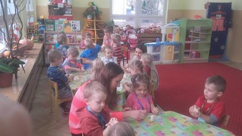 Zabawy plastyczne i ruchowe w przedszkolu