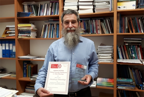 Profesor Żukowski z nagrodą PTG